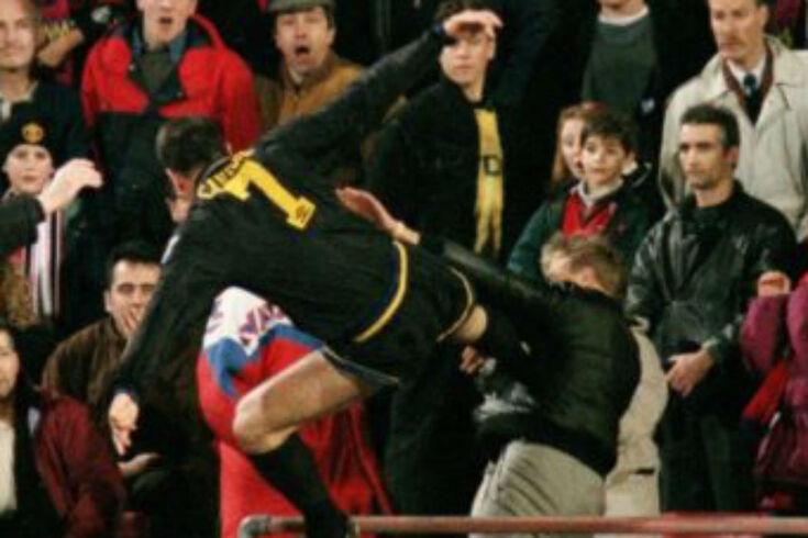 Cantona perdeu a cabeça e foi castigado com oito meses de suspensão
