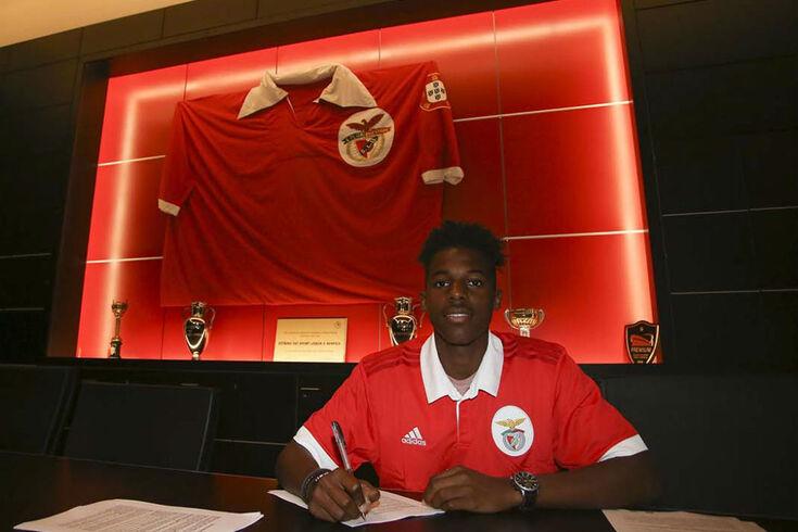 Benfica renova com júnior de 18 anos