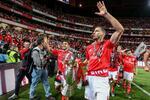 Benfica resiste a intenso ataque inglês a duas pérolas do plantel