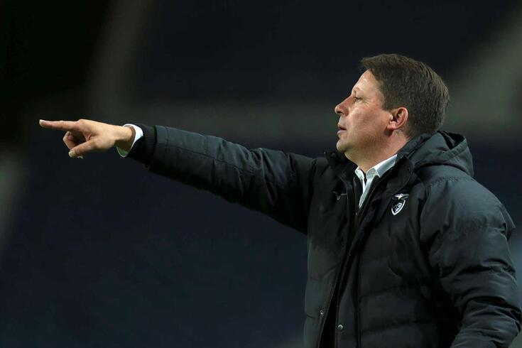 Portimonense's head coach Paulo Sergio gestures during the Portuguese First League soccer match against