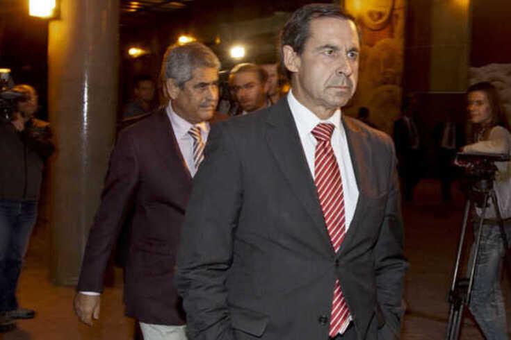 Gomes da Silva de costas voltadas para a gestão de Vieira