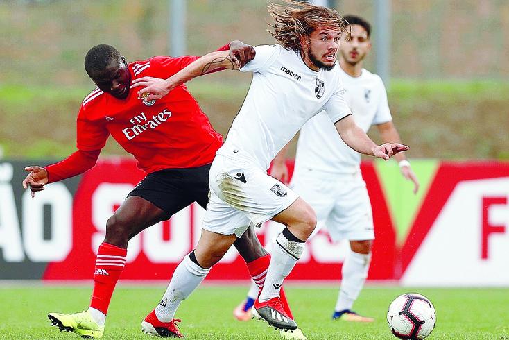 Valentin Rémy ao serviço dos sub-23 do Vitória de Guimarães.