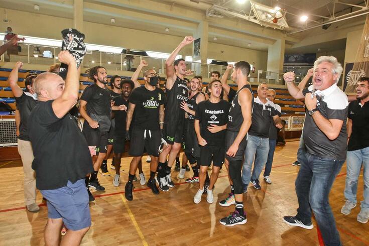 Académica garante lugar na Liga de basquetebol