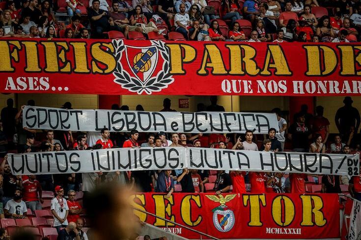 O ambiente na Luz numa fase em que o Benfica arrisca jogos à porta fechada
