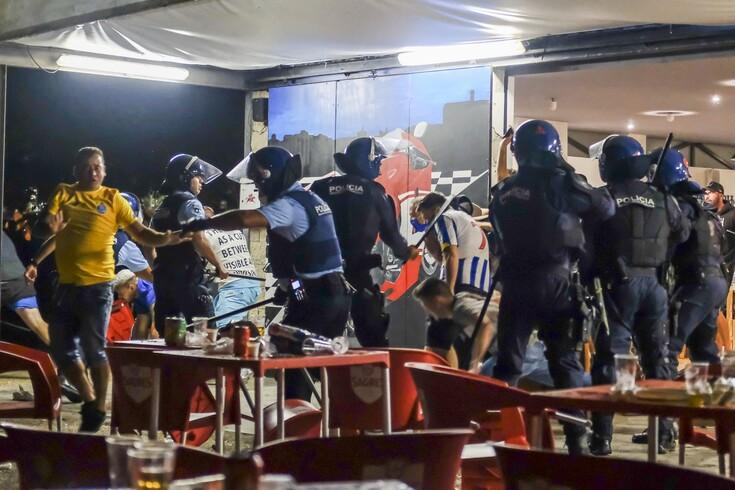 Concentração de adeptos do FC Porto foi desfeita por uma carga policial