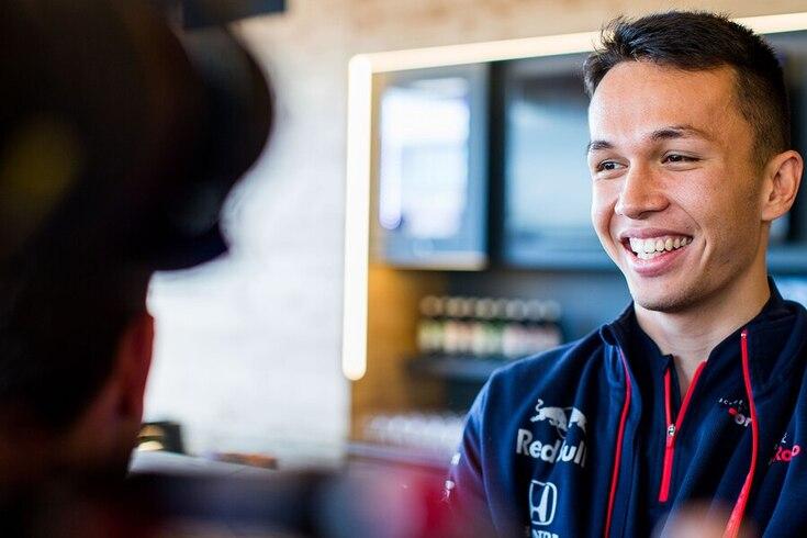 Alex Albon é o novo colega de equipa de Verstappen.