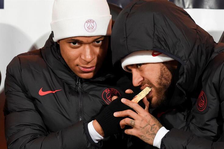 Mbappé num curioso momento ao lado de Neymar
