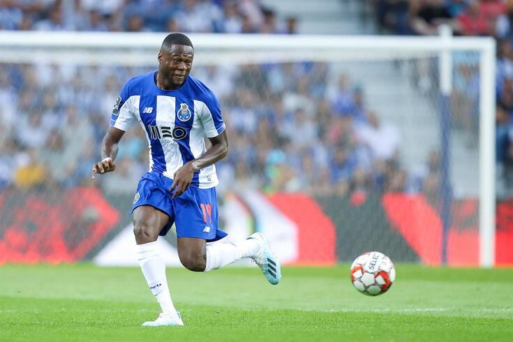 Polivalência de Mbemba ganha importância no FC Porto