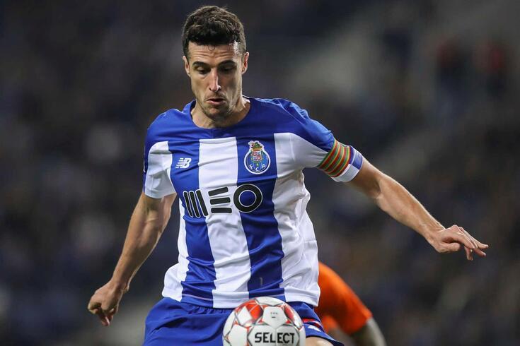 Marcano, defesa-central do FC Porto, sofreu rotura de ligamentos