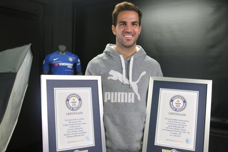 Cesc Fàbregas com lugar de destaque no livro de recordes do Guinness d00efcde7e1c5