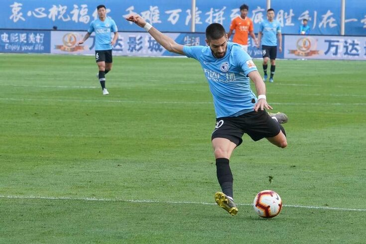 Carrasco com as cores do Dalian Yifang