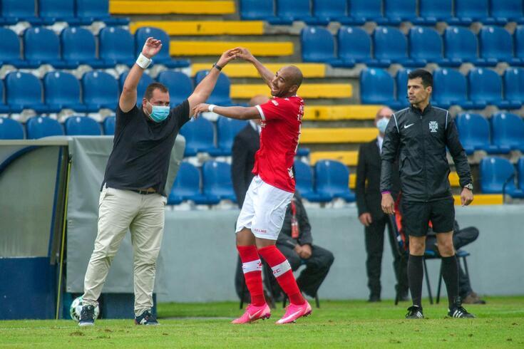 Thiago Santana bisou nos Açores