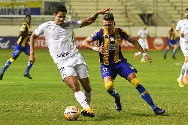 Lucas Veríssimo, central do Santos que interessa ao Benfica