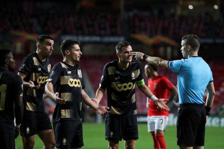 Benfica teve dois penáltis frente ao Standard Liège