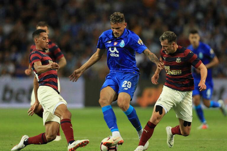 FC Porto não inscreveu Soares e Deco reagiu