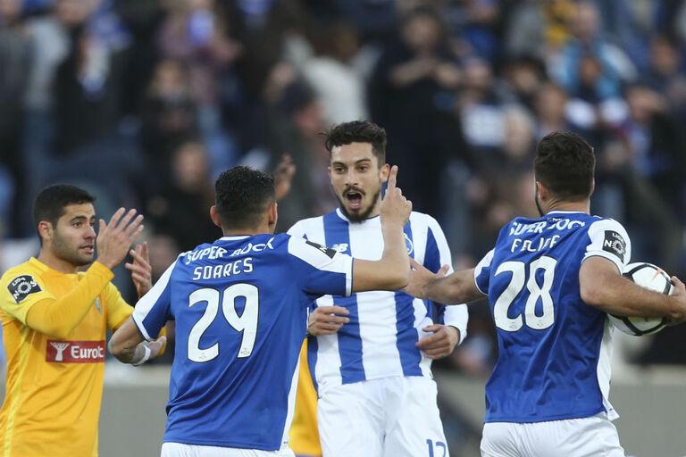 FC Porto defende golo limpo de Alex Telles e mostra imagem... com recado à  Sport TV e5f41cfc24cdd