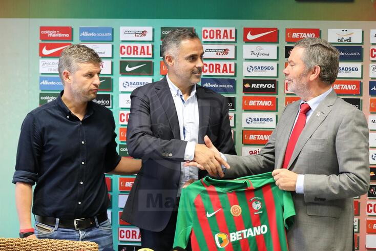José Gomes já com o presidente do Marítimo, Carlos Pereira