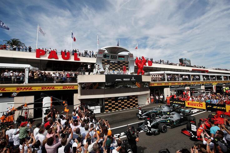 """Grosjean pede desculpa a Hamilton: """"Há que pressionar para todos se ajoelharem"""""""