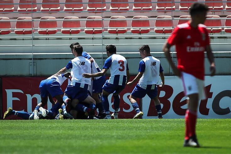 FC Porto vence clássico e é líder em iniciados