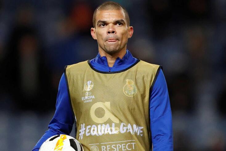 Pepe saiu lesionado do embate frente ao Rangers