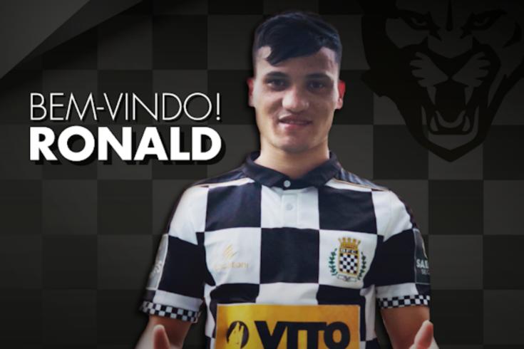 Boavista contrata extremo Ronald e rescinde com médio Gilson