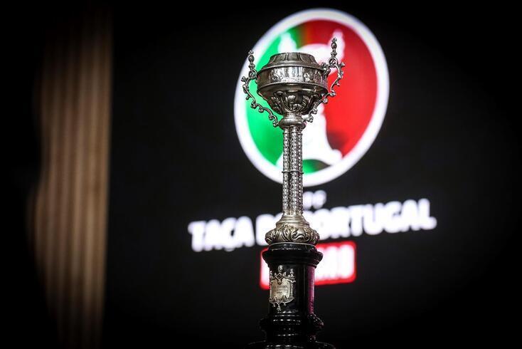 Rola a bola na terceira eliminatória da Taça