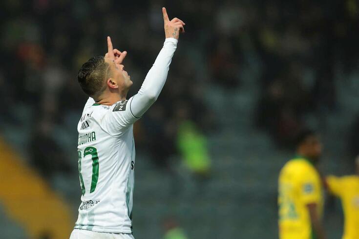 Zequinha, do Vitória de Setúbal festeja um golo contra o Paços de Ferreira