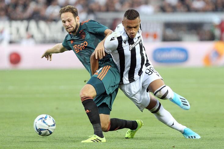 Léo Jabá, à direita na imagem, com a camisola do PAOK