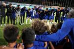 A roda após o jogo com o Fulham contou com muitas crianças da formação do FC Porto