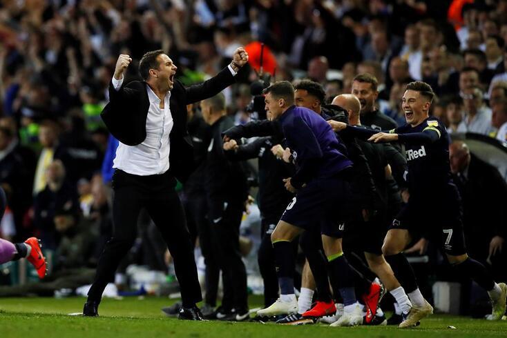 Frank Lampard celebra com os jogadores do Derby County
