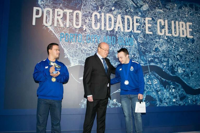 1fc9d7d3d0 FC Porto homenageou campeões da Europa de futsal para atletas com síndrome  de Down