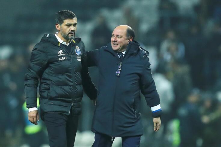 Sérgio Conceição ao lado de Luís Gonçalves, diretor geral para o futebol