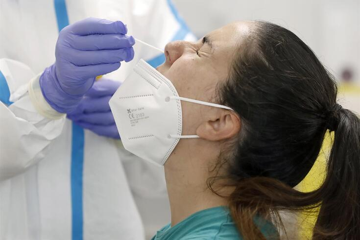 epa08574655 A woman undergoes a swab test at CAP Roger of Barcelona health clinic in Barcelona, Catalonia