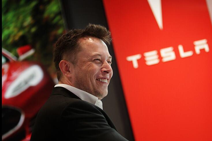 Musk diz que Tesla só tem dinheiro para dez meses