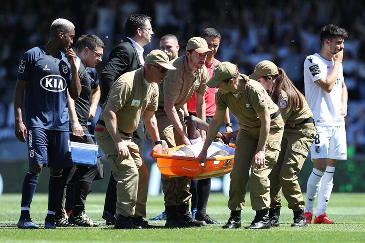 Aziz saiu lesionado no jogo de estreia pela equipa principal do V. Guimarães.