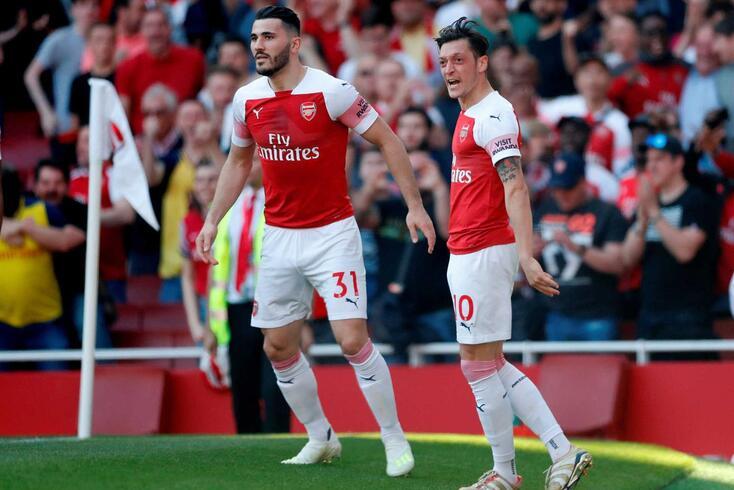Kolasinac e Ozil são colegas no Arsenal e amigos íntimos