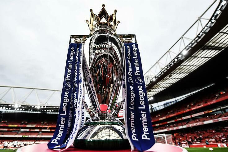 Liverpool liderava de forma destacada antes da paragem do campeonato