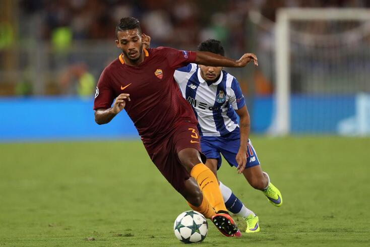 Juan Jesus em ação pela Roma frente ao... FC Porto