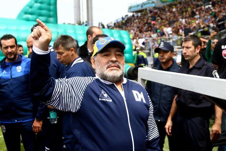 Maradona é treinador do Gimnasia, da Argentina.