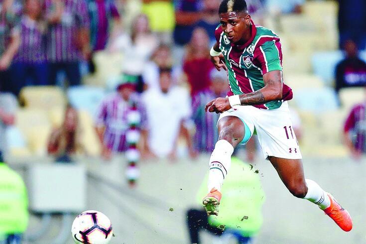 Em fim de contrato com o Fluminense, o extremo chega para colocar o camisola 7 em situação difícil