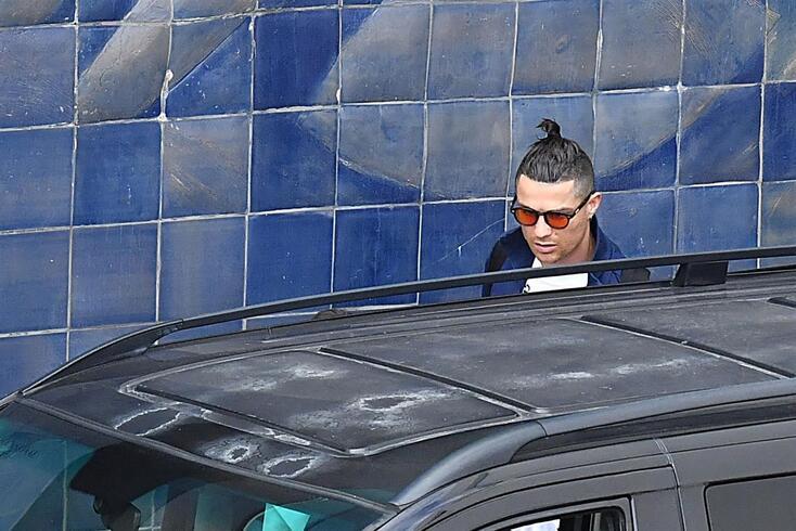 Ronaldo ainda não conseguiu viajar e aguarda no Funchal