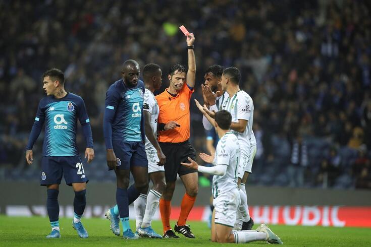 Tribunal O JOGO é unânime: há um penálti por marcar no FC Porto-V. Setúbal
