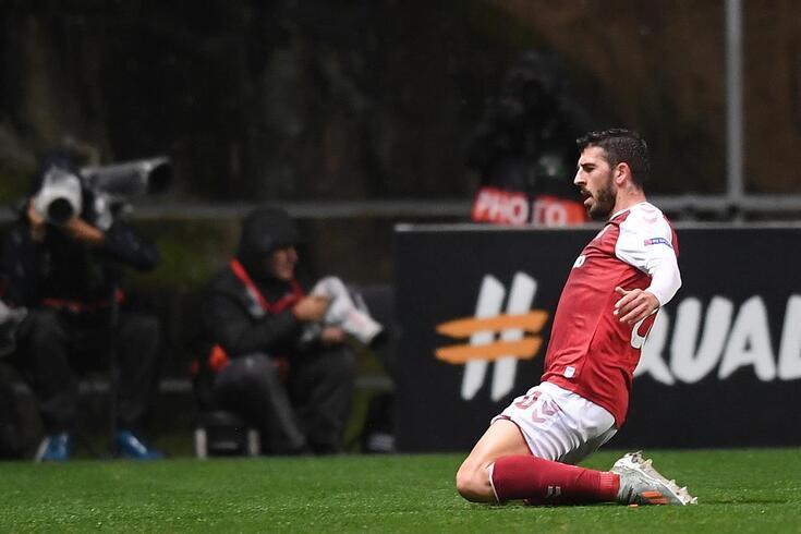 Paulinho endiabrado frente ao Besiktas
