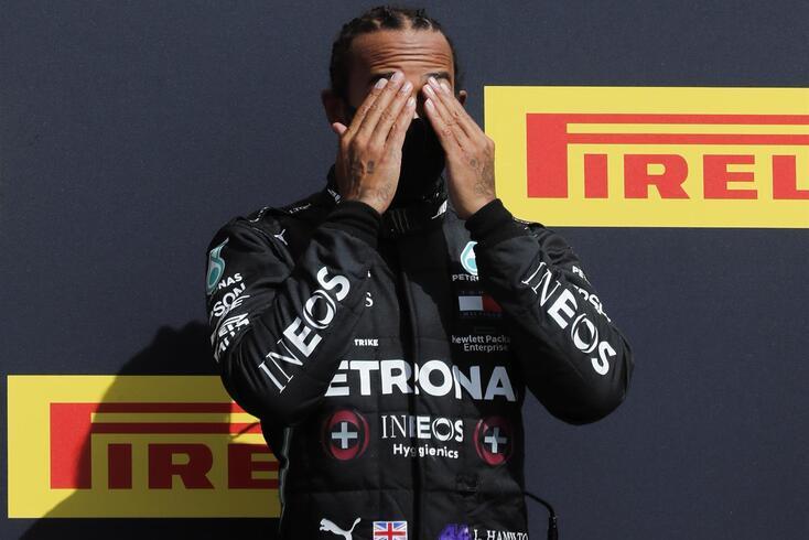 Lewis Hamilton torna-se no piloto com mais vitórias em casa ao vencer em Silverstone