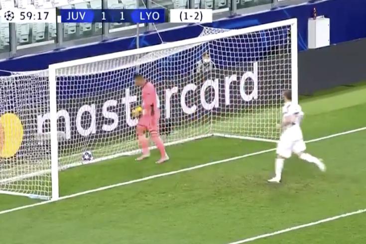 Cristiano Ronaldo bisa com golaço no Juventus-Lyon