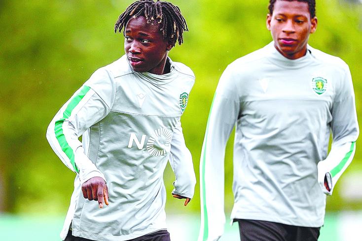 Tem 16 anos e foi o mais novo dos 29 jogadores a integrar o estágio de pré-temporada do Sporting na Suíça