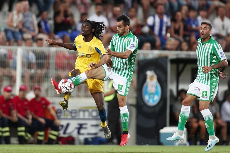 Romário Baró mostrou categoria frente ao Bétis