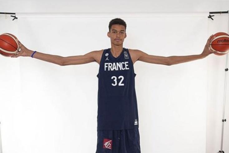 Olheiros da NBA identificam alvo para 2023: tem 16 anos e... 2,19 metros de altura!