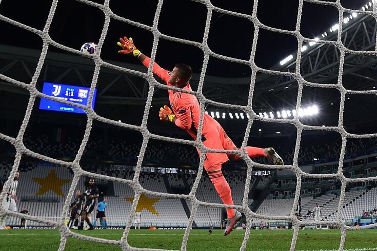 Anthony Lopes sofreu dois golos de Ronaldo, mas evitou outros tantos