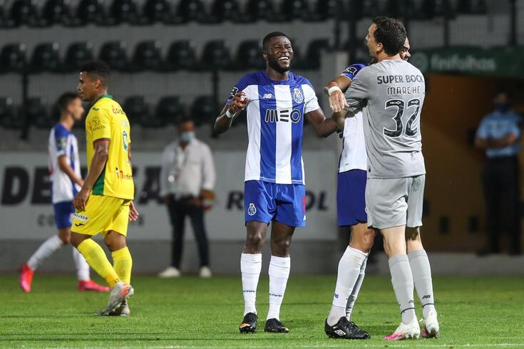 Mbemba foi o herói do FC Porto